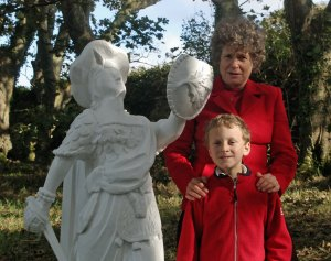 """Caledonia"" figure head and Edward's descendants"